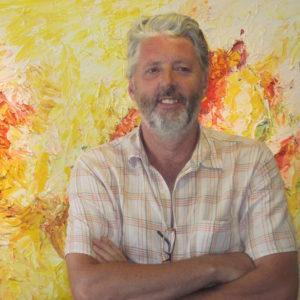 Hans Bies, schilder van abstracte kunst voor een van zijn schilderijen | 2007